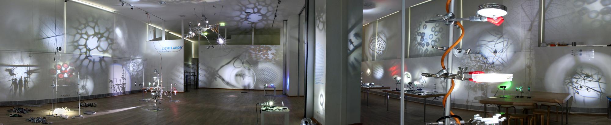 LichtLabor_MuseumKunstpalast_RaumZeitPiraten_Panorama_LinkeSeite